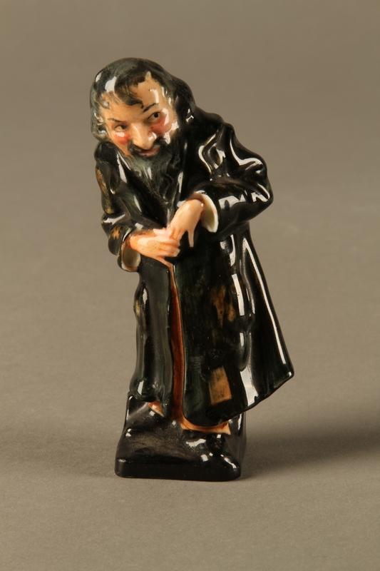 2016.184.81 front Royal Doulton Fagin figurine