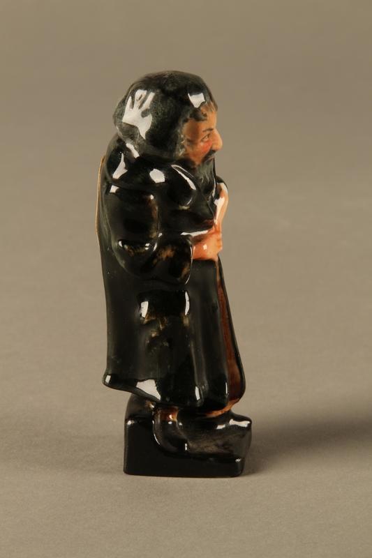 2016.184.81 right side Royal Doulton Fagin figurine