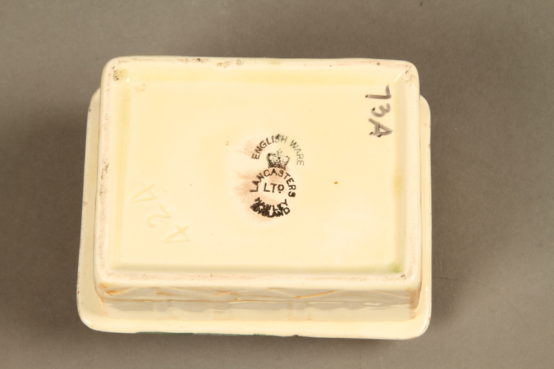 2016.184.86_a-b bottom Ceramic box with Fagin's image on the lid
