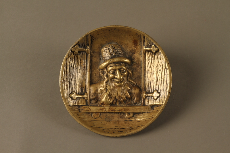 2016.184.112 front Bronze dish of a Jewish peddler at an open window