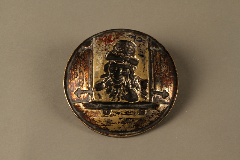 2016.184.112 back Bronze dish of a Jewish peddler at an open window