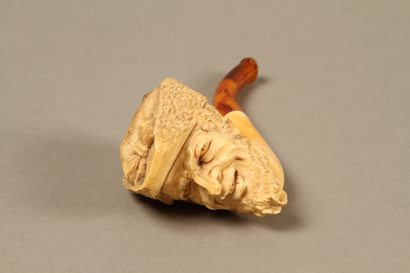 2016.184.116_a front Meerschaum pipe with the bowl carved as a Jewish man's head, with case