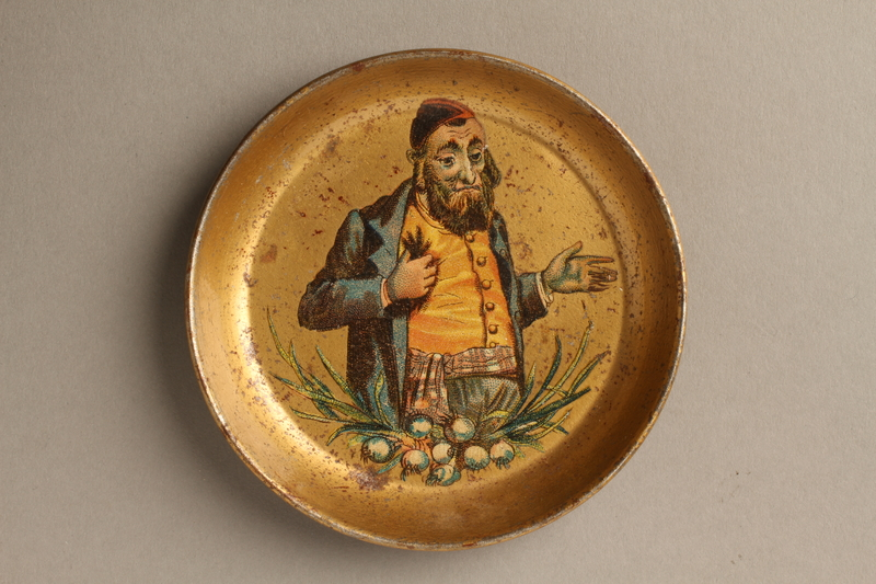2016.184.131 front Small dish with a painting of a Jew scratching himself