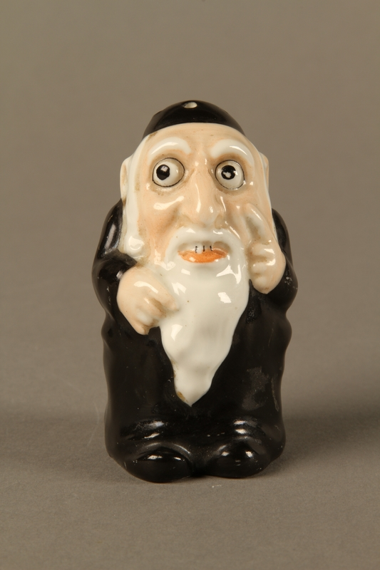 2016.184.137 front Porcelain salt shaker of a caricatured Orthodox Jewish man