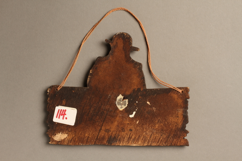 2016.184.138 back Wooden plaque of a Jew and a sign with a folk saying