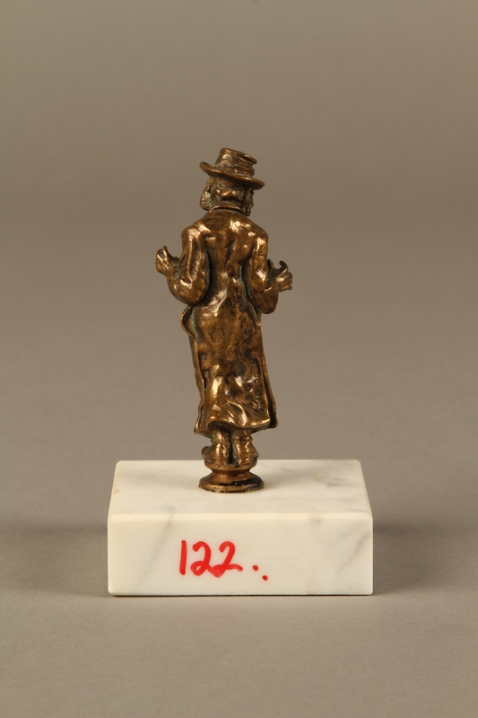 2016.184.147 back Bronze figurine of a Jewish schnorrer in his traditional long coat