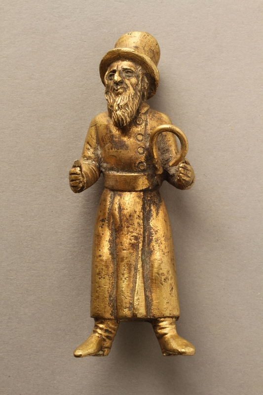 2016.184.148_a front Bronze figurine of a Jewish man reading a newspaper