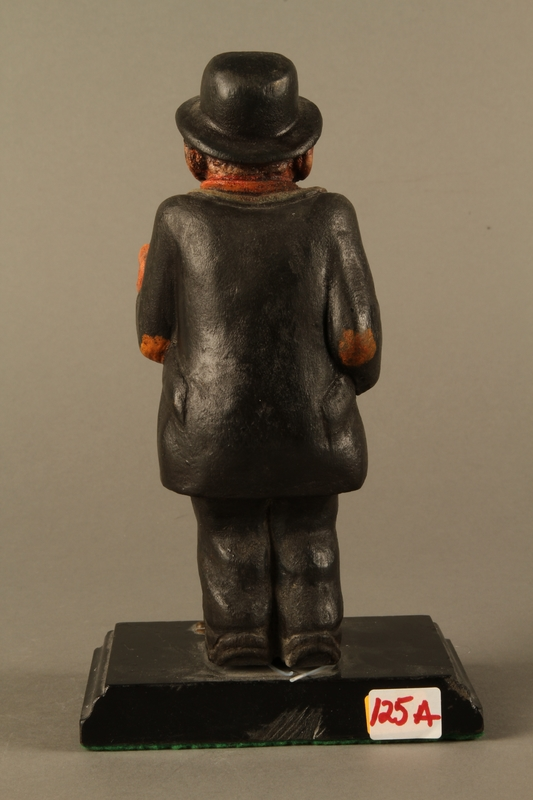 2016.184.152.2 back Painted wooden figurine of a Jewish peddler