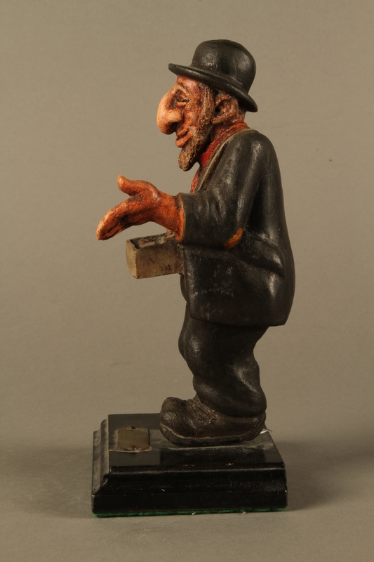d8ea0934ea0 ... 2016.184.152.2 left side Painted wooden figurine of a Jewish peddler  Click to enlarge ...