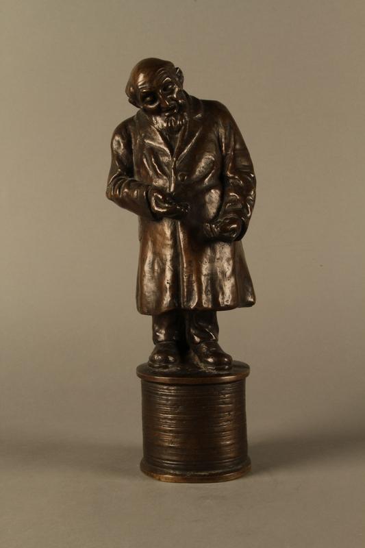 2016.184.155 front Bronze statue of a Jewish money changer