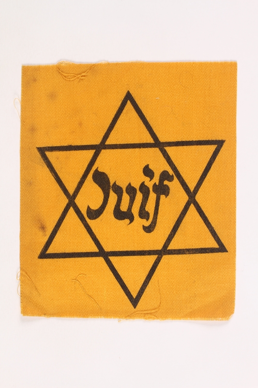 1994.A.0250.2 front Unused Star of David badge with Juif acquired by a Jewish chaplain, US Army
