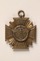 2015.558.4 front Medal found by a US soldier  Click to enlarge