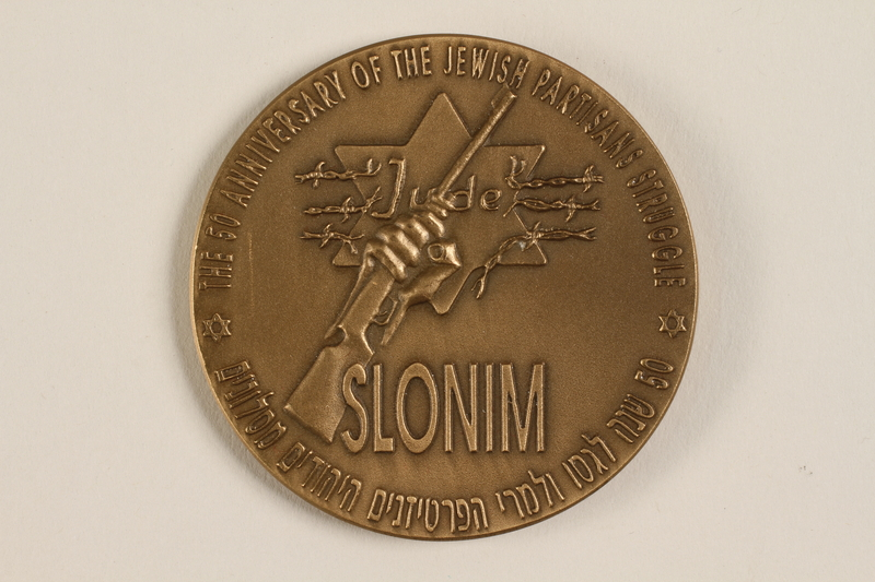 2000.592.1 front Slonim Jews' Association memorial bronze medal