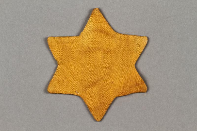 2016.121.9 side a Yellow cloth Jewish star