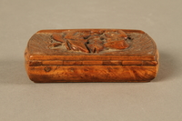 2016.184.606 back Carved snuff box with a carving of three Jewish hareskin dealers  Click to enlarge