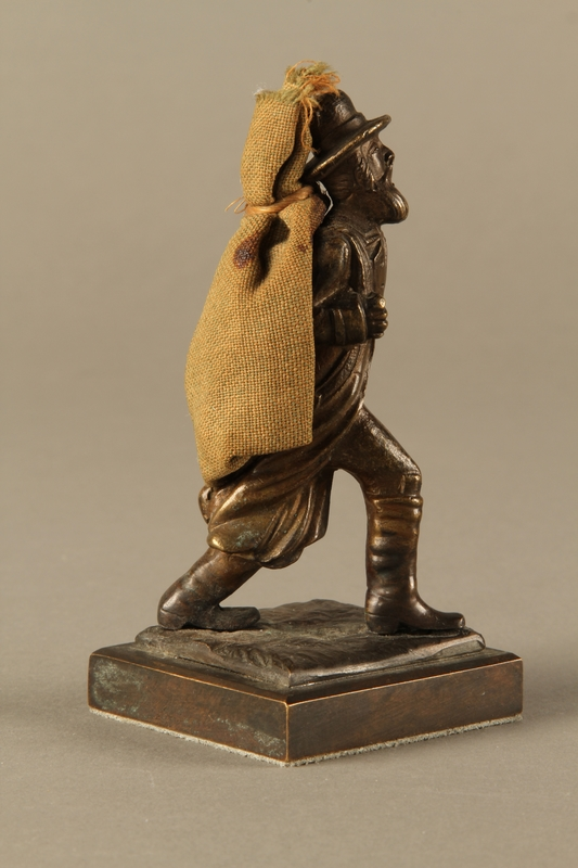 2016.184.611 right side Bronze figurine of a Jewish peddler with a burlap sack