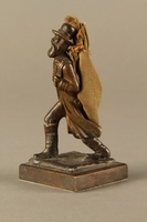 2016.184.611 left side Bronze figurine of a Jewish peddler with a burlap sack  Click to enlarge