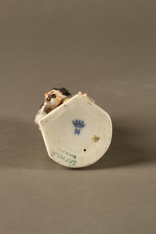 2016.184.613 bottom Painted porcelain Fagin with his toasting fork