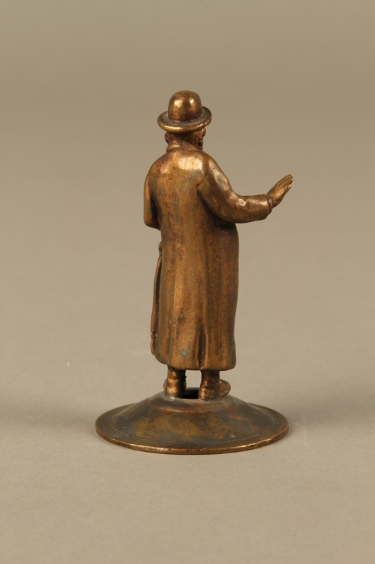 2016.184.615 front Bronze cast figurine of a Jewish matchmaker with his umbrella