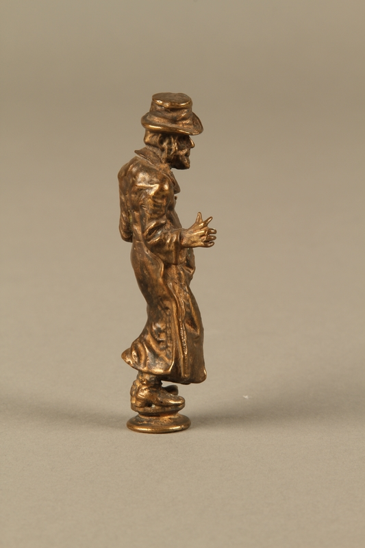 2016.184.631 right side Bronze figurine of a Jewish schnorrer in his traditional long coat