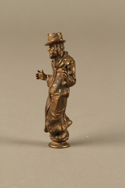 2016.184.631 left side Bronze figurine of a Jewish schnorrer in his traditional long coat
