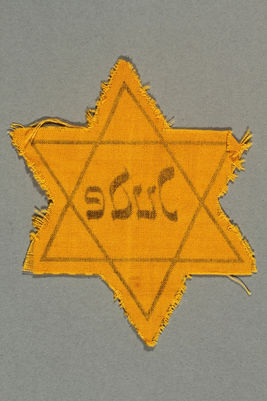 2016.324.1 back Unused Star of David badge
