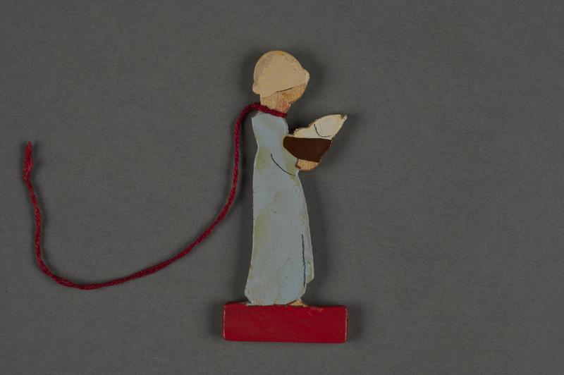2016.251.4 front Miniature wooden figurine