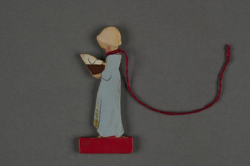 2016.251.4 back Miniature wooden figurine