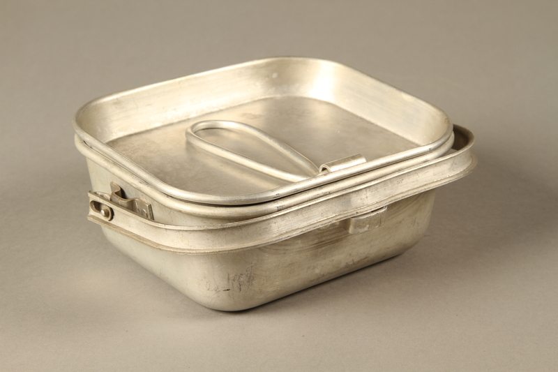 2016.372.6 a-b closed Mess kit metal plate with lid