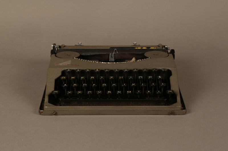2016.443.2_a front Hermes Baby typewriter with lid used by a Jewish refugee