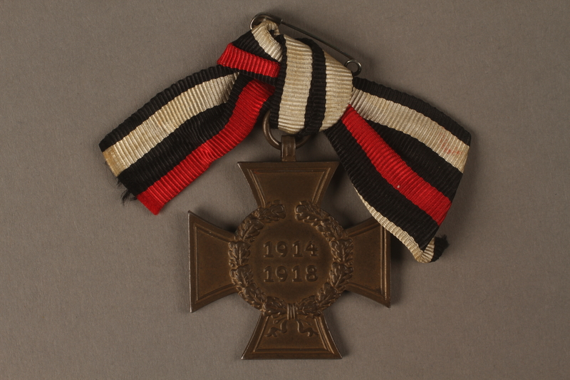 2016.453.2 front Honor Cross of the World War 1914/1918 non-combatant veteran service medal