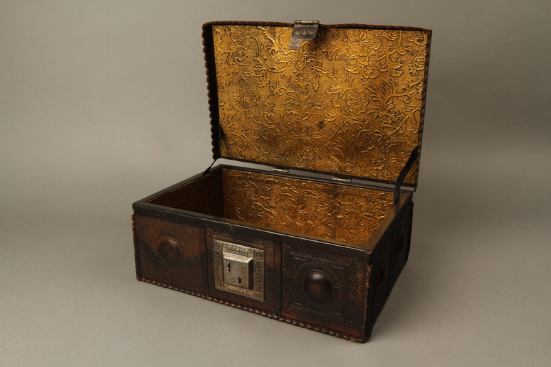 2015.600.2 open Leather and metal box owned by German Jewish refugees