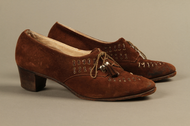 2017.307.1_a-b right Pair of brown suede woman's shoes