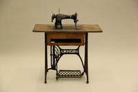 2017.218.1_a-d back Singer Model 15 sewing machine and table used by Jewish Romanian woman who was massacred  Click to enlarge