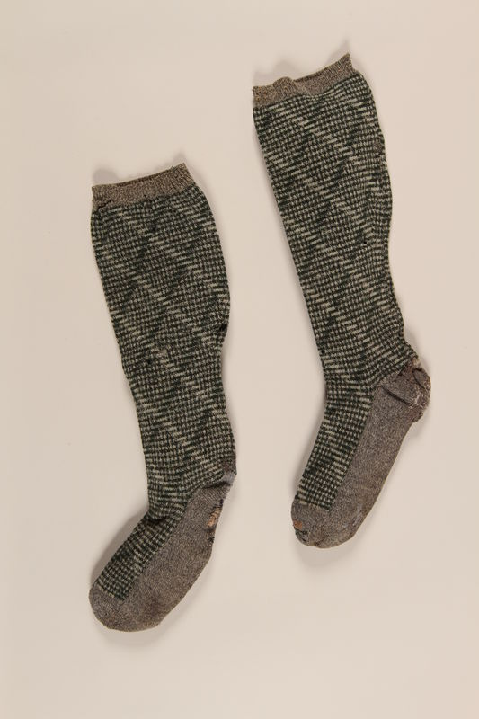 1991.88.4_a-b front Green and grey wool socks