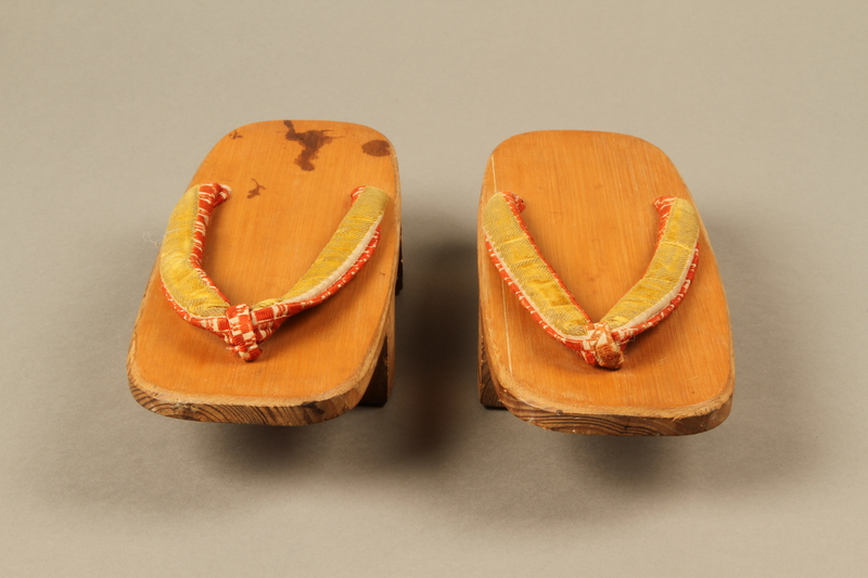 2017.513.3_a-b front Pair of Japanese geta owned by a Lithuanian Jewish refugee in the Shanghai Ghetto