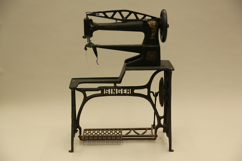 1990.285.7_a-b front Singer treadle sewing machine of the type used by a cobbler in Łódź Ghetto