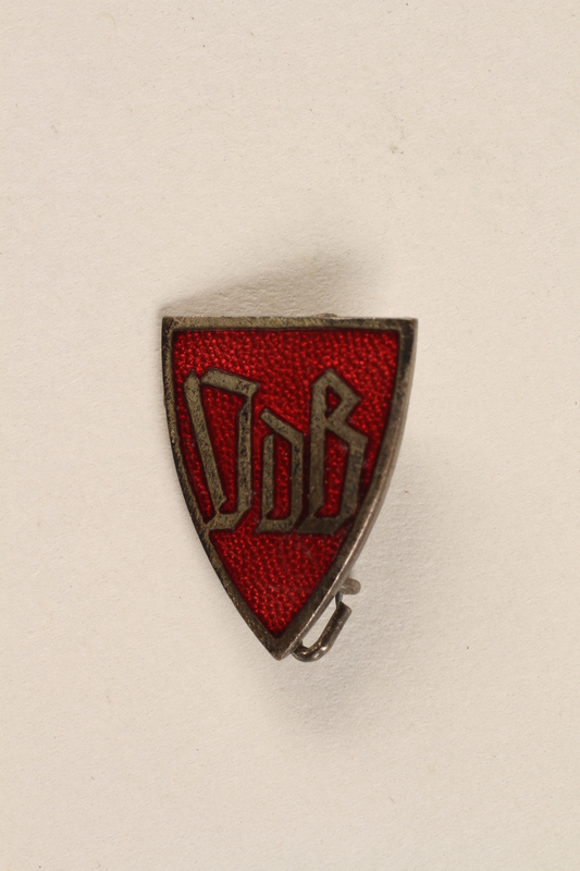 1992.127.13.4 front Pin