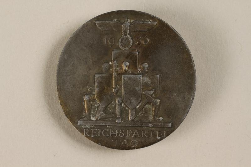 1992.127.13.5 front Pin