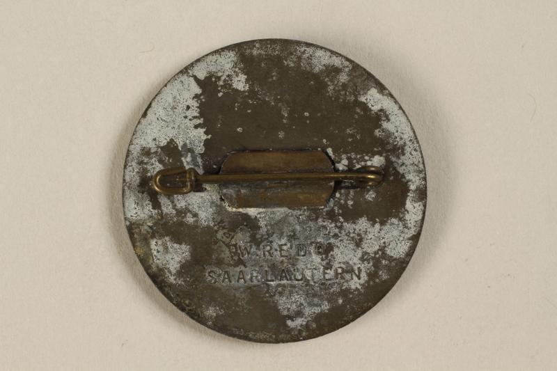 1992.127.13.5 back Pin