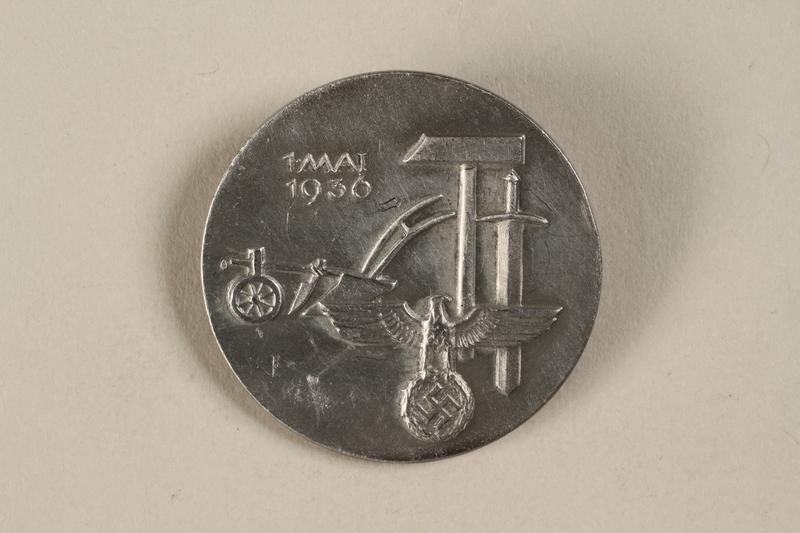 1992.127.13.6 front Pin