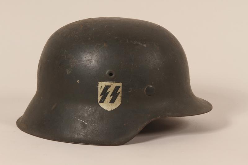 1992.127.2 right side Wehrmacht helmet found by a US soldier in Aachen