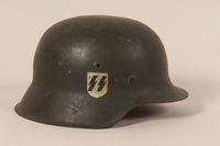 1992.127.2 right side Wehrmacht helmet found by a US soldier in Aachen  Click to enlarge