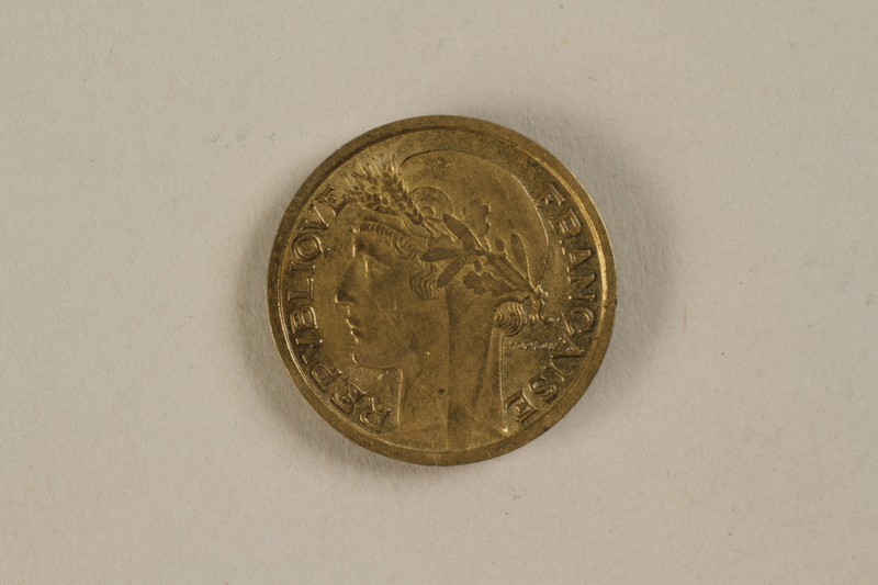 1992.142.3 front France, 50 centime coin