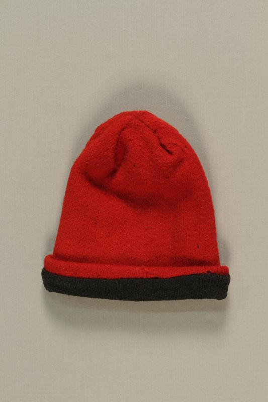 1992.143.1 front Red knit cap from the postwar period