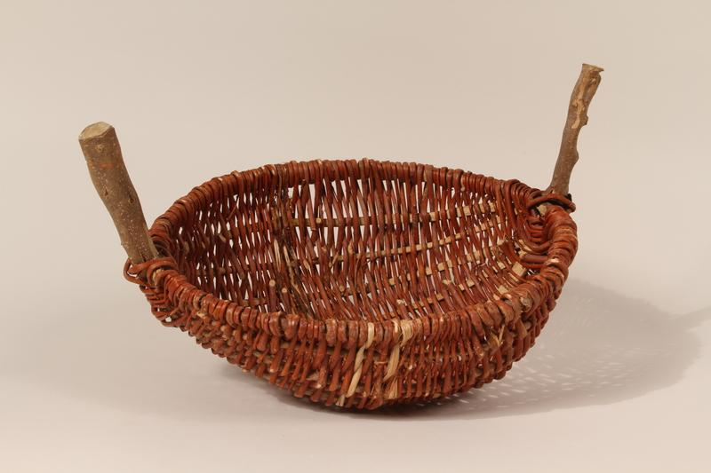 1992.146.1 front Basket
