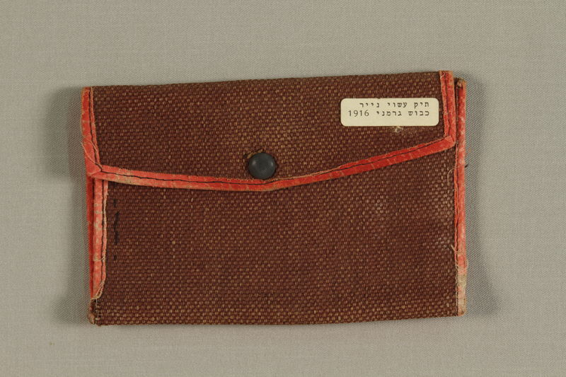 1992.169.16 front Small wallet handmade from red paper from the German occupation