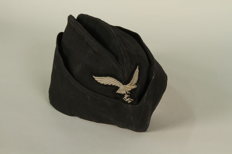 1985.1.15 front Luftwaffe ground crew overseas cap with eagle acquired by US soldier