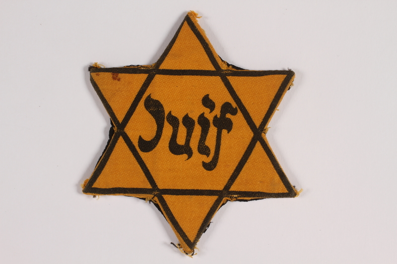2014.476.2 front Star of David badge with Juif printed in the center