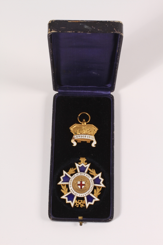 2014.520.8 a-c front Cross and crown medal with case awarded to an Austrian Jewish family for superior dairy products
